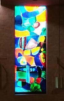 originele gebrandschilderde raam uit de kerk 'de Voorhof' te Emmen