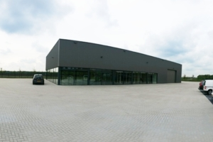 autogarage met showroom
