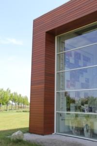 detail aansluiting glasgevel op houten gevelbekleding