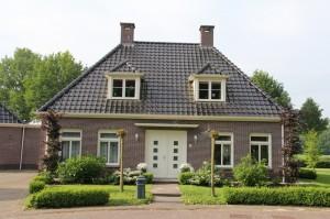 woning aan de rand van het Drentsche dorp Zwinderen