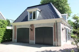 zijgevel met garagedeuren