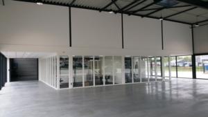 hal met showroom en kantoorruimte