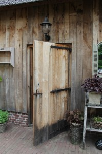 mooie eiken deuren met authentiek beslag